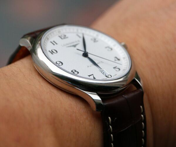 The classic timepieces have basic and practical functions.