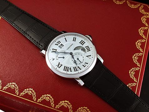 The black leather strap replica Rontonde De Cartier W1556368 watch is made from stainless steel.