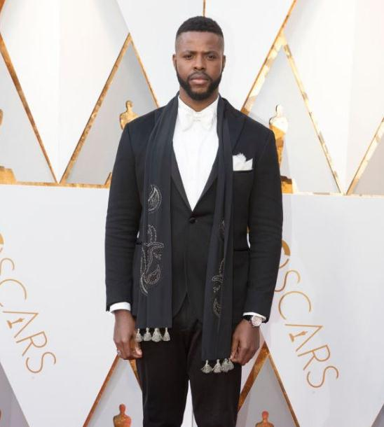 Winston Duke worn the 42 mm fakeRontonde De Cartier W1556368 watch during the 90th Academy Awards.