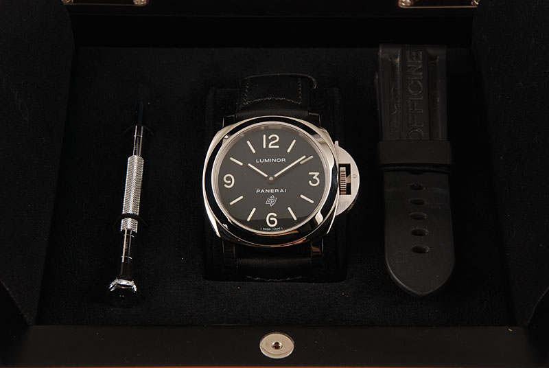 The black dials copy watches are made from stainless steel.